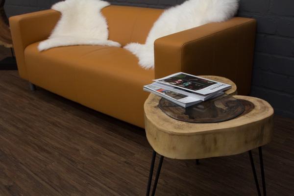 massivholz beistelltisch aus einer suar baumscheibe 56x49cm. Black Bedroom Furniture Sets. Home Design Ideas
